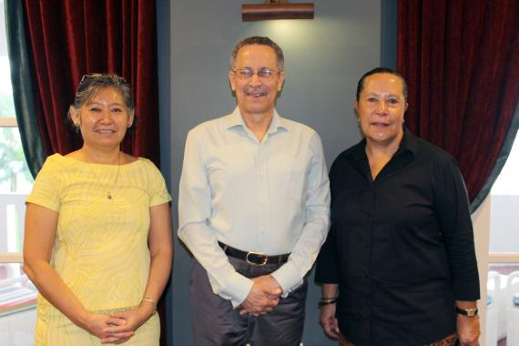 ACP Sec. General meets with Secretary General of the Pacific Islands Forum Dame Meg Taylor (right) and Deputy SG Andie Fong Toy.
