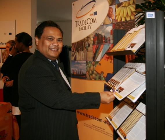 Andria Rajaon of the Madagascar Embassy views publications at the TradeCom stall.